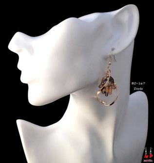 Boucles d'oreilles pendantes dorées torsadées et main de Fatma dorée