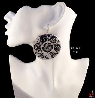 Boucles d'oreilles pendantes créoles rondes argentées motif fleurs noires