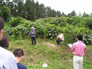 その後、詩人の岩崎氏が樹木葬供養詩を朗読し、「うさぎ追いし」で始まる「ふるさと」を皆で歌いました