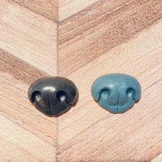 左:キャスト 右:ワックス ※出来上がった原型から複製したキャストは精巧な仕上がりです