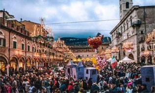 Si apre con il Giovedì Grasso il tradizionale Carnevale storico di Ascoli Piceno, che avrà il suo cuore nella splendida cornice di Piazza del Popolo