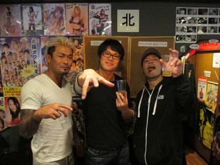 (左から)坂口征夫選手、KUDO選手、マサ高梨選手