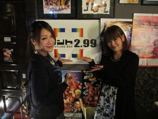 (左から)雪妃真矢選手、千春リングアナ