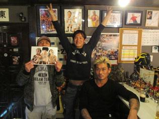 (左から)高梨将弘選手、KUDO選手、坂口征夫選手