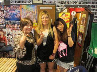 (左から)下野佐和子選手、山下りな選手、飯田美花選手