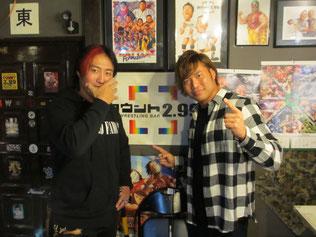 (左から)ヨシタツ選手、宮原健斗選手
