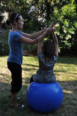 Travail postural et de respiration sur le swiss ball