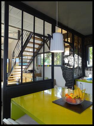 """verrière  en structure métal style """" indus"""" dans loft"""