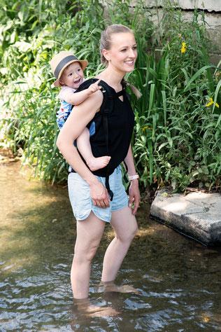 Rückentragen im Huckepack Onbuhimo, Toddlertrage ab Sitzalter, einfach und schnell anzulegen.