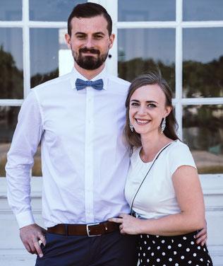 Junges Brautpaar nach der Trauung