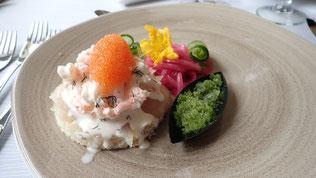 Vorspeise: Toast mit gesalzener großer Maräne aus dem Inarisee, Crevetten vom Eismeer, Maränenrogen und Gurkendillgranita