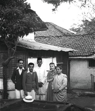 1938 Baba's Home, Poona - Beheram, Jal, Pleader, Hedi & Shireenmai ; photo taken by Walter Mertens - Courtesy of MN Collection