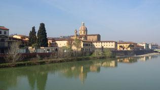 そしてフィレンツェへ。フィレンツェの真ん中を流れるアルノ川にかかるサンタトリニタ橋の上からの景色。