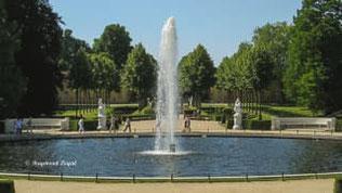 schloss sanssouci grosse fontaine hauptallee
