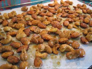 Amandes et noix de cajou à la sortie du four