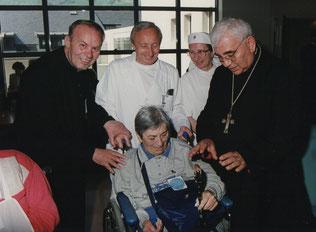 Nella foto don Elio con la mitica segretaria Gina, il dott. Codignola, la Sig.ra Adele Fantini e il Vescovo Giulio Nicolini (Archivio Unitalsi Cremona)