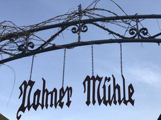 Nohner Mühle Schriftzug Heldenreise Eingang