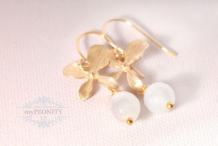 blüten blumen ohrringe jade perlen zart blau kurz gold