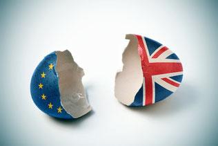 Zerbrochene Eierschale mit EU und Union Jack, Brexit am 29. März 2019