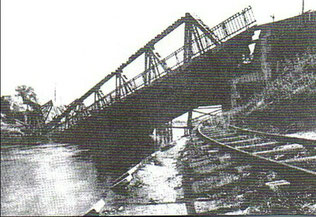 1945 gesprengte Altglienicker Brücke (Bild: BVA)