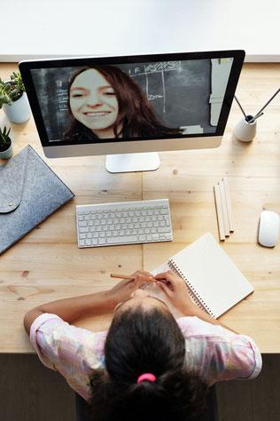 オンライン授業なので(Skype、Zoom、LINEに対応)、全国どこからでも受講可能です。ビデオ通話による授業、音声通話による授業両方に対応します
