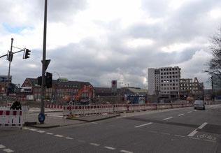Freier Blick auf die Markthalle bis zu den Deichtorhallen: Vom City-Hof in Hamburg steht nur noch ein Rest. Foto: C. Schumann, Febr. 2020