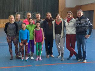 Fünf Generationen Leonberger Voltigierer und Trainer beim gemeinsamen Trainingswochenende.