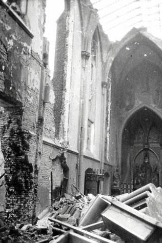 Am 14. und 15. Oktober 1944 warf die Royal Air Force bei drei Angriffen auf Duisburg 9000 Tonnen Bomben ab. 3500 Menschen wurden getötet. Im Bild: die Josephskirche. (WAZ-Foto: Zeitzeugenbörse Duisburg)