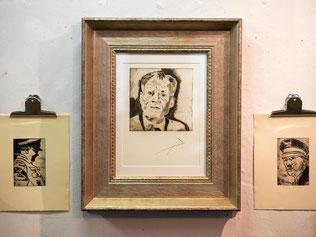 """Willy Brandt hängt zwischen Hermann Göring und Adolf Hitler. """"Hitler kommt nicht in die Kirche"""" hieß es hingegen von Seiten St. Josephs. (WAZ-Foto: Tanja Pickartz / FUNKE Foto Services)"""
