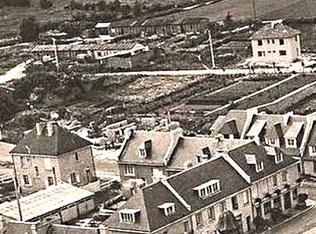Evrecy en reconstruction - baraquements au fond