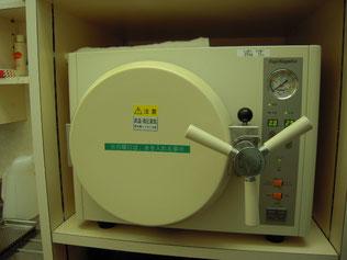 オートクレーブ(高圧蒸気滅菌器)の写真