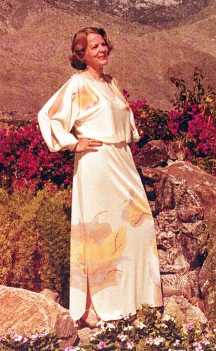 Gräfin Gabrielle im Designerkleid - Foto Merveldt