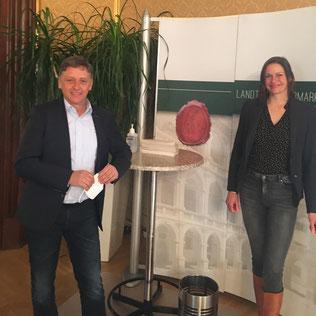 Conny Desimini und Lambert Schönleitner nach erfolgreicher Sitzung