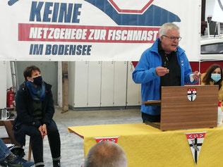 Thomas Körner, Geschäftsführer NABU-Bezirksverband Donau-Bodensee (r.), und Elke Dilger, Verband Badischer Berufsfischer (l.) bei der Pressekonferenz 2020