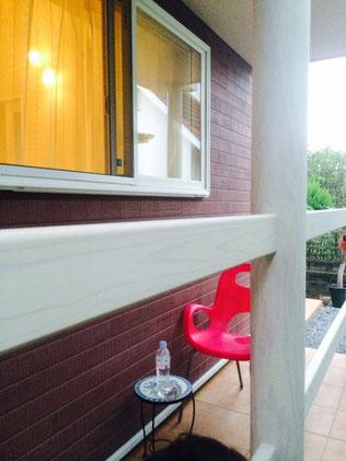 熊本市I様家の木製柱・木製手摺りをオシャレスタイリッシュホワイト塗装仕上げ。