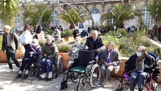 Une pause au milieu du jardin éphémère, Place Stan