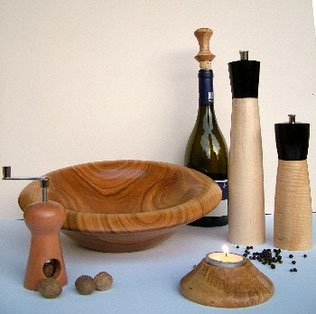 Gedrechselte Küchenutensilien aus Holz