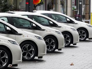 Abschied vom eigenen Auto: Die Flotten von Car-Sharing-Unternehmen werden vielerorts immer größer. Und auch den alternativen Fahrdiensten wird ein Boom vorausgesagt. Foto: Roland Weihrauch