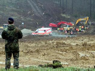 Rettungskräfte am Unglücksort. Foto: Ludger Möllers