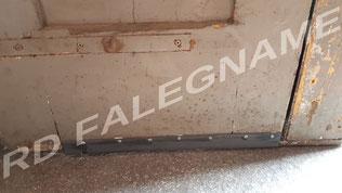 Piatta di Ferro fissata con viti in acciaio per fare da battuta al Portoncino Condominiale