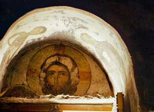 eindringlich das Christus-Bild in dem Alkoven