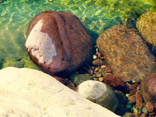 von der Natur geschaffen - kunstvolle Stein-Arrangements