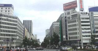 淀屋橋の現風景 東西の建物を壊し高層ビルに