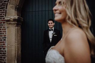 Brautpaar am Schloß Burgau in Düren der Hochzeitsfotografin Uschi Kitschke aus Kreuzau.