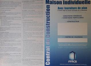 contrat de construction de maison individuelle avec une couverture bleu
