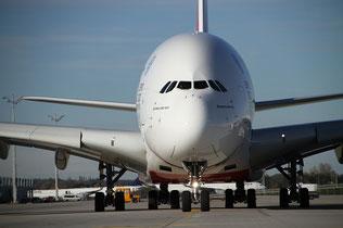 Emirates Flotte A380 Airbus Boeing 777 777-300ER 777-200LR Angebote 2020 Günstig Flüge buchen Fluege günstiger Flug premium economy class business First Flugvergleich Flüge vergleichen Flüge suchen Flugsuchmaschine