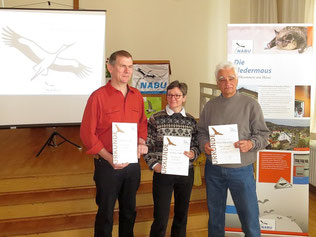Drei verdiente und besonders engagierte Naturschützer wurden mit jeweils einer NABU-Ehrennadeln in Bronze und einer Urkunde ausgezeichnet: Wolfgang Kulick, Kirsten Craß und Bernd Maruschke (v.l.n.r.) Foto: Karsten Peterlein