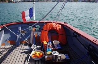 petit déjeuner avec vue sur le port de Camaret sur mer
