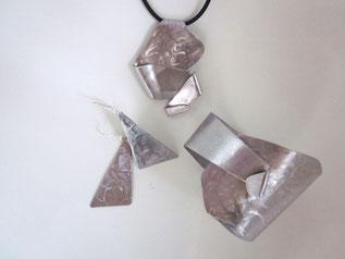 ensemble en inox : pendentif, boucle d'oreilles, bracelet