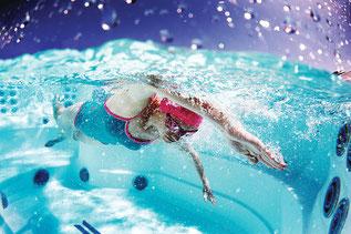 Le spa de nage doit fonctionner régulièrement à haut régime.